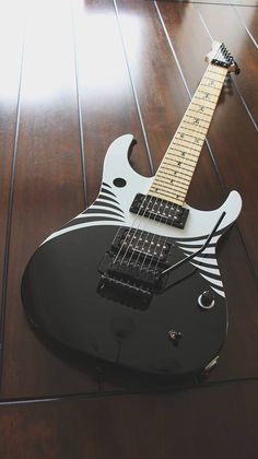Heres Keith Merrows newest guitar, from his pal Ramon Ortiz and Fernandes. Its Ramons signature model, the RO-7, with mahogany body, maple neck and Duncan Distortion and Jazz pickups.