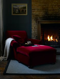 Who doesn't love to have a chaise longue in their home? The chaise lounge is… Interior Design Living Room, Living Room Designs, Living Rooms, Chaise Longue Design, Red Velvet Chair, Velvet Chaise Lounge, Chaise Chair, Velvet Chairs, Settee