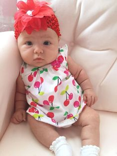 Cute Little Baby, Cute Baby Girl, Little Babies, Baby Love, Cute Babies, Cute Outfits For Kids, Cute Kids, Monthly Baby Photos, Baby Girl Pictures