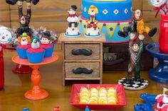 Pura inspiração esta Festa Circo. Decoração Fernanda Craft to Room. Lindas ideias e muita inspiração! Bjs, Fabiola Teles.             ...