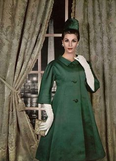 1959 Dark Green Satin Coat- coats mimicked the styles of the flares of the skirts that became popular during the new look Vintage Fashion 1950s, Fifties Fashion, Vintage Couture, Retro Fashion, Green Fashion, Moda Retro, Moda Vintage, Vintage Dresses, Vintage Outfits