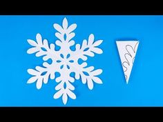 How to make a snowflake out of paper Paper Snowflakes Easy, Snowflakes For Kids, Diy Snowflake Decorations, Paper Snowflake Template, Diy Christmas Snowflakes, Paper Snowflake Patterns, Christmas Decorations For Kids, Christmas Diy, Make A Snowflake