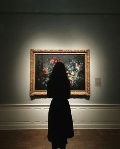 Image about girl in - gallery. Aesthetic Photo, Aesthetic Art, Aesthetic Pictures, Museum Photography, Photography Poses, Photographie Portrait Inspiration, Art Hoe, Belle Photo, Art Museum