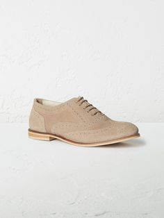 Brogues are not just for the boys. Dapper footwear looks smart and chic on ladies too. Our Isabella lace-ups are made from smooth suede with traditional wingtip perforations and partner perfectly with jeans, trousers and dresses.