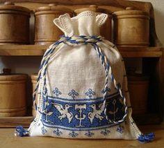 Элизабет Ручная вышивка: Вышивка Ассизский