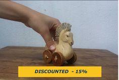 Cavallo con ruote cavallo giocattolo scolpito in legno di BacanArt