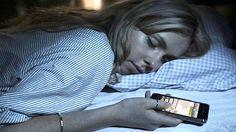 தலயணகக அரகல மபல வததககணட தஙகபவர நஙகள?phone at sleeping bed