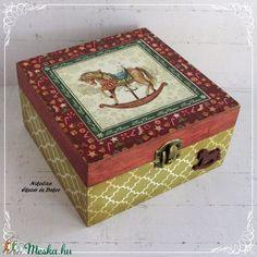 Hintalovas karácsonyi sütis, szaloncukros, teafiltertartó, ékszertartó doboz - RENDELHETŐ (NikoLizaDekor) - Meska.hu Decoupage, Decorative Boxes, Monogram, Diy, Home Decor, Monogram Tote, Homemade Home Decor, Bricolage, Do It Yourself