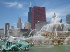 World Beautiful Places And Hotels: Buckingham Fountain ( Chicago ) Milwaukee City, Chicago City, Chicago Area, Chicago Illinois, Places To Travel, Places To See, Buckingham Fountain, Golf Pictures, Cheap Things To Do