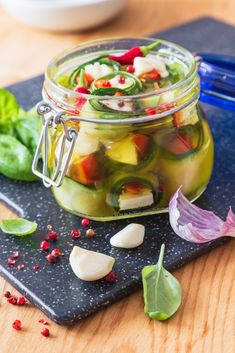 CUKETOVÉ ROLKY V BYLINKOVÉM OLEJI - Inspirace od decoDoma Tasty, Yummy Food, Preserves, Pickles, Cucumber, Zucchini, Cooking Recipes, Favorite Recipes, Vegan