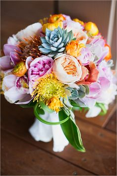 tropical bridal bouquet by Martin Roberts Design @weddingchicks
