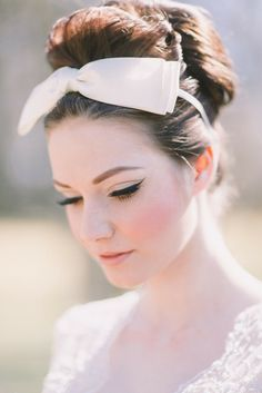 Retro And Vintage Wedding Makeup Ideas ❤︎ Wedding planning ideas & inspiration. Wedding dresses, decor, and lots more. Retro And Vintage Wedding Makeup Ideas ❤︎ Wedding planning ideas & inspiration. Wedding dresses, decor, and lots more. Retro Wedding Hair, Best Wedding Makeup, Bridal Hair And Makeup, Wedding Hair And Makeup, Bridal Beauty, 1960s Wedding, Trendy Wedding, Pale Skin Makeup, Makeup Eyebrows