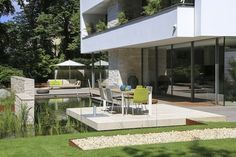 natural pool oasis in the middle of Berlin Living Pool, Pool Water Features, Landscape Elements, Natural Swimming Pools, All Over The World, Backyard Landscaping, Oasis, Pond, Building