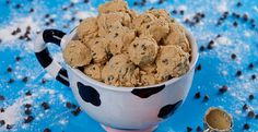 Edible Cookie Dough Recipe With Chocolate Chips | Ben & Jerry's Raw Cookie Dough, Cookie Dough Truffles, Cookie Dough Recipes, Edible Cookie Dough, Cookies Receta, Edible Cookies, Baking Cookies, Chocolate Chip Cookies, Chocolate Chips