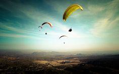 Vuela en parapente y disfruta del mediterráneo desde otra perspectiva: a vista de pájaro. Descubrir los magníficos paisajes del Levante desde el cielo es una experiencia al alcance de tu mano.