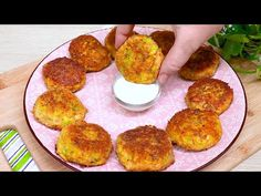 Cooking Zucchini, How To Cook Zucchini, Asmr, Low Carb, Youtube, Pancakes, Carrots, Meat, Zucchini Pancakes