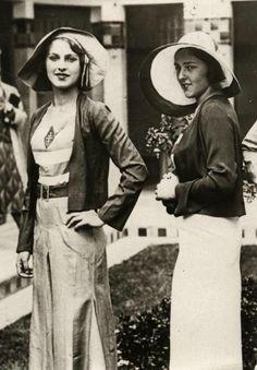 Miss Turchia (2) Nella foto Mafalda Morittino e Mübeccel Namık, rispettivamente Miss Italia e Miss Turchia insieme a Parigi per Miss Europa 1930 Due anni dopo e precisamente il 31 luglio 1932, Keriman...