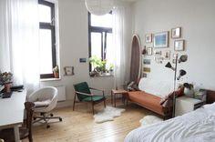Helles Zimmer mit Herbstfarben in Kölner Altbau zu vermieten #Köln #WG #Altbau #Schlafzimmer #Herbst