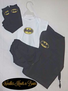 Diaper+cover,+cape,+onsie+&/or+shirt+w/logo+and+legwarmers+are+all+included+in+the+purchase+(shorties+instead+of+diaper+cover+for+sizes+over+18mo+unless+otherwise+requested) I+also+have+a+listing+for+mask+&+cuffs+as+well I+do+also+have+Batman,+Robin,+Superman,Capt+America+and+girls+superhero's+