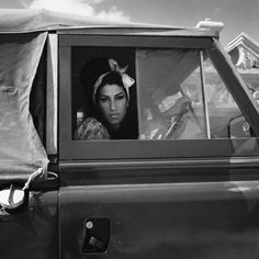 Black and White portrait of Amy Winehouse in a Land Rover taken by Bryan Adams #amywinehouse