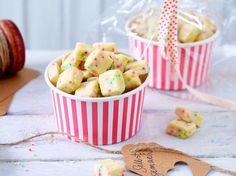 Unser beliebtes Rezept für Bunte Kekswürfel mit Zuckerperlen und mehr als 55.000 weitere kostenlose Rezepte auf LECKER.de.
