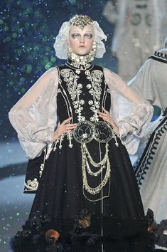 4. John Galliano F/W 2009. The wide and light sleeves looks like chemise, while overall silhouette reminds of the dresses worn at English court, especially the headpiece (reminds of headpieces worn by Elisabeth I)