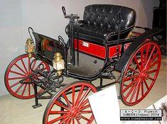 La Black Horseless Carriage - buggy voiture personnelle de Charles Black, cette automobile prototype ancienne fut construite de 1891 à 1893 ou 1894 un des premiers véhicules américains à essence à avoir roulé, moteur bicylindre10cv.
