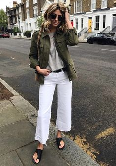 How To Wear White Jeans Spring Summer Outfits Trendy Ideas White Pants Outfit, Outfit Jeans, White Culottes Outfit, Mode Outfits, Fashion Outfits, Fashion Ideas, How To Wear White Jeans, Cropped Wide Leg Jeans, White Cropped Pants