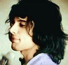 Freddie Mercury, kinda looks like syd barrett here