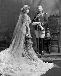 Lady Crofton in Edwardian Court Dress, & Sir Morgan George Crofton. Not a wedding photo, but a photo of Lady Crofton (and her husband of one year) dressed to be presented at court, June Vintage Wedding Photos, Vintage Bridal, Vintage Weddings, Fotografia Retro, Court Dresses, Edwardian Fashion, Edwardian Era, 1900s Fashion, Royal Weddings