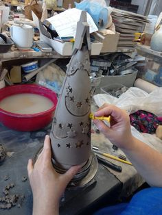 O nás - Keramika Andreas® Holiday Decorating, Vases, Pottery Hand Built Pottery, Slab Pottery, Ceramic Pottery, Ceramic Art, Ceramics Projects, Clay Projects, Clay Crafts, Christmas Clay, Christmas Crafts