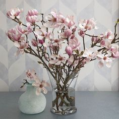 The satiny pink blossoms of Tulip Magnolia are a lovely sight to see in the depths of winter. In bud stage and in bloom, these branches add natural beauty and sculptural form to any décor. Magnolia Centerpiece, Magnolia Bouquet, Branch Centerpieces, Magnolia Flower, Magnolia Branch, Fake Flower Arrangements, Flower Vases, Bathroom Flowers, Casa Retro