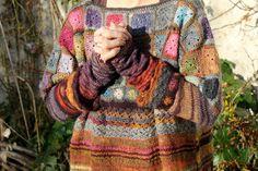 Toute bonne chose a une fin...et celui ci est fini... Les laines sont :de la flower bed dans plein de coloris + de la N°6...