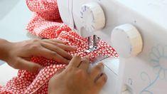 Cómo poner el cordón de escote a tu traje de flamenca - Tutorial Deco, Sewing, Pattern, Youtube, Women's Fashion, Dolls, Folklore, Sewing Patterns, Handmade Crafts