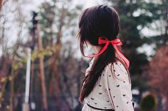 simple hair inspiration:  loose ponytail with '60s kitten ribbon bow
