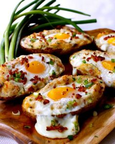 Twice Baked Bacon & Egg Potatoes - Brunch Recipes Breakfast For Dinner, Breakfast Dishes, Breakfast Time, Breakfast Recipes, Breakfast Ideas, Breakfast Baked Potatoes, Gourmet Breakfast, Egg Recipes For Dinner, Breakfast Muffins