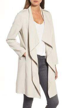 Cascading lapels refresh your classic trench with flattering, romantic softness. *** oversize sweaters, show some shape to is so it doesn't look messy or like it's not your size. Coats For Women, Clothes For Women, Football Outfits, Professional Wardrobe, Business Outfits, Cozy Sweaters, Daily Fashion, Women's Fashion, Fashion Ideas