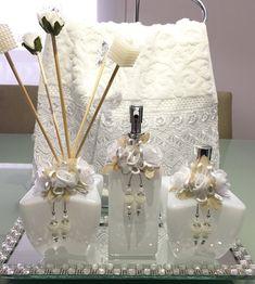 Kit completo 3 peças  1 difusor com 2 varetas decoradas  1 Home spray  1 sabonete líquido válvula especial    Não inclui -  Toalha de lavabo - 38,90 cada  Bandeja - 68,90  * frete a contratar