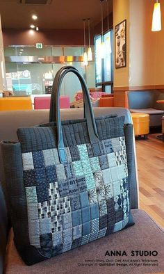 Sewing Bags Grocery Handbags 51 Ideas – – Purses And Handbags Diy Patchwork Quilt, Patchwork Bags, Quilted Bag, Mini Quilts, Denim Handbags, Purses And Handbags, Japanese Bag, Denim Crafts, Diy Handbag