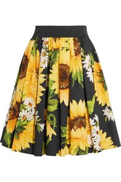 Dolce & Gabbana's Spring '17 collection is inspired by an imaginary Italian Tropic. Cut to sit at your natural waist, this pleated skirt is made from cotton-poplin and printed with vibrant sunflowers. Wear yours with the matching top.