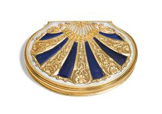 A MOTHER OF PEARL, LAPIS LAZULI AND GOLD SNUFF BOX, PROBABLY DRESDEN, CIRCA 1720-25