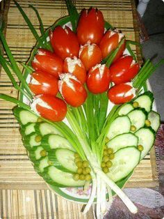 Fruit and Vegetable Carving Veggie Tray New Fruit, Fruit And Veg, Fruits And Veggies, Vegetables, Fruit Party, Snacks Für Party, Party Recipes, Salad Recipes, Food Design