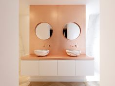 Copper-clad wall with marble basins on bespoke joinery in the en suite. Designed by PLANSTUDIO (hello@planstudio.uk) in Hackney, London