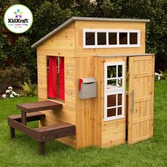 """<iframe width=""""560"""" height=""""315"""" src=""""https://www.youtube.com/embed/p39oY0ncp9w"""" frameborder=""""0"""" allowfullscreen></iframe><br><br>Dat is nog eens een geweldig huis! Het Moderne Buitenspeelhuis is één en al plezier en laat kinderen in uw eigen tuin een hele nieuwe wereld ontdekken. Het heeft een hip en uniek ontwerp en veel extra zitruimte. <br><br><strong>Details:</strong><ul><li>Espresso picknicktafel met twee bankjes is bevestigd aan de zijkant van het huis</li><li>Voordeur die open en…"""