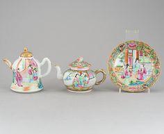 Par de Tea pots e pratinho em porcelana Chinesa de Cantao do sec.19th, pratinho 16cm de diametro, tea pots 10,5cm e 13cm de altura, 520 USD / 470 EUROS / 1,630 REAIS / 3,200 CHINESE YUAN
