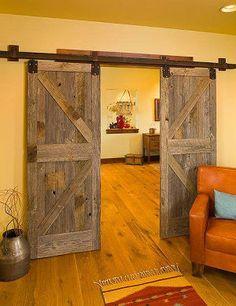 Porte coulissant en bois de grange