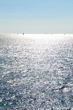 vue sur la mer de la corniche Kennedy à Marseille par radis rose http://radisrose.fr/beignets-cabillaud-citron-vert-marseille-bleu/ #Marseille