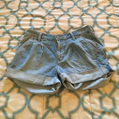 Gap jean shorts size 6 Gap jean shorts size 6. Contains front and back pockets. Slightly high waisted. GAP Shorts Jean Shorts