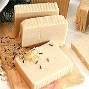 Sabonete de arroz Homemade Cosmetics, Soap Bubbles, Solid Perfume, Skin Care Treatments, Shampoo Bar, Soap Recipes, Belleza Natural, Home Made Soap, Bath Salts