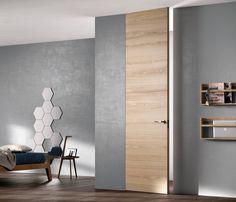 """Porta Exit Zero della linea Sistema Zero di FerreroLegno, con telaio """"A_filo"""" completamente integrato nel muro, nella finitura Rovere Natural Touch. Dimensioni: 80x290 cm."""